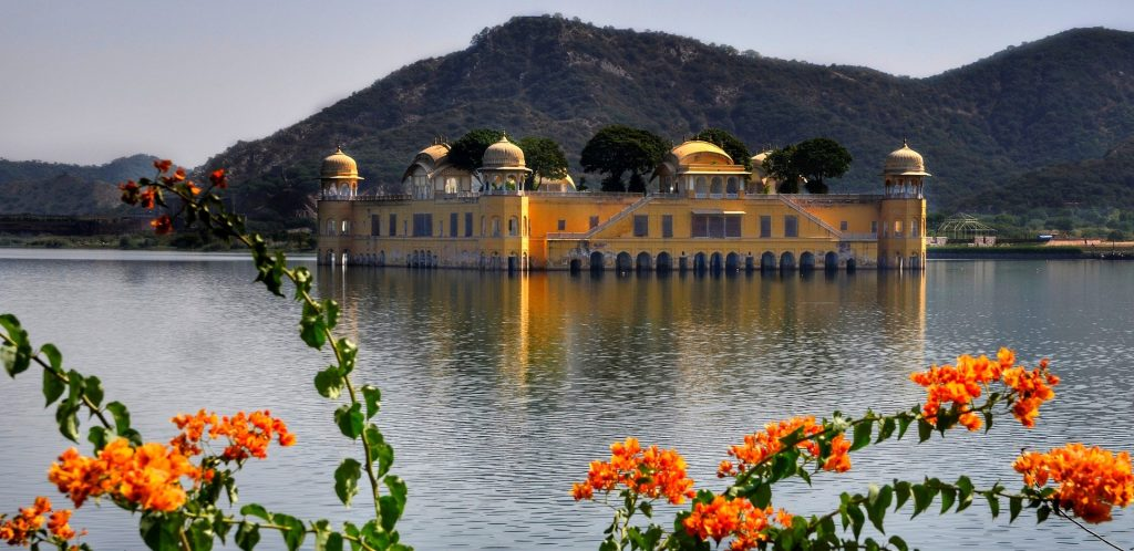 Paint yourself in the color of love in Jaipur